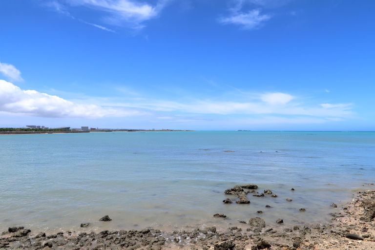 瀬長島から見た海